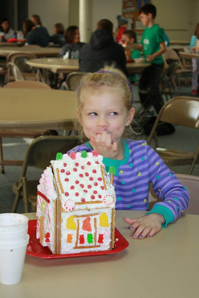 girl-with-gingerbread-house