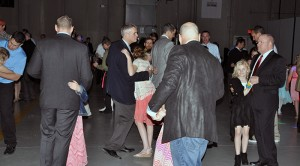 father-daughter-slow-dance-families-first-of-pella